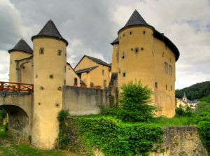 1065701_castle_-_hdr.jpg