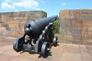 1360618_carlisle_castle_cannon.jpg
