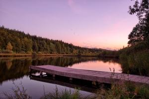 sunset-on-lake-purple-light-1406480-m.jpg